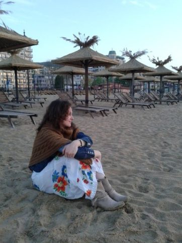 момиче на плаж