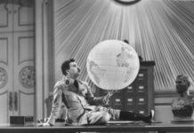 Чарли Чаплин във Великият диктатор