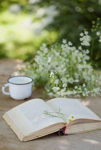 книга и цветя