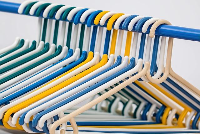 Ако сте останали сами вкъщи, значи е дошъл моментът да преподредите гардеробите си.