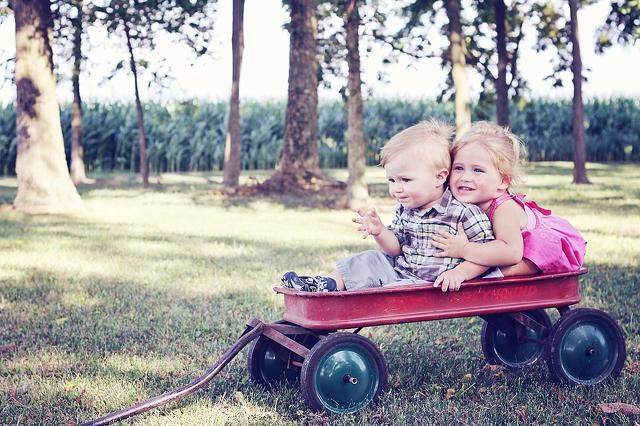 Не е нужно да обсебваме децата си, за да се научат на нещата от живота.