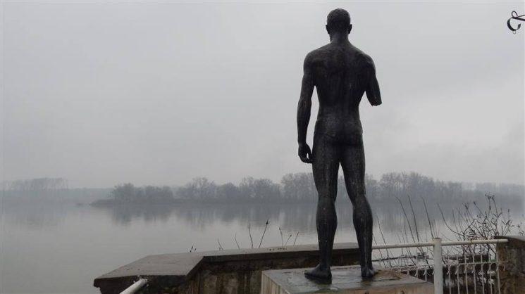 статуя на Плувеца във Видин