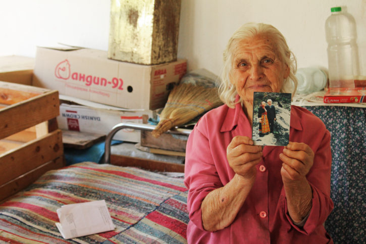 баба със снимка