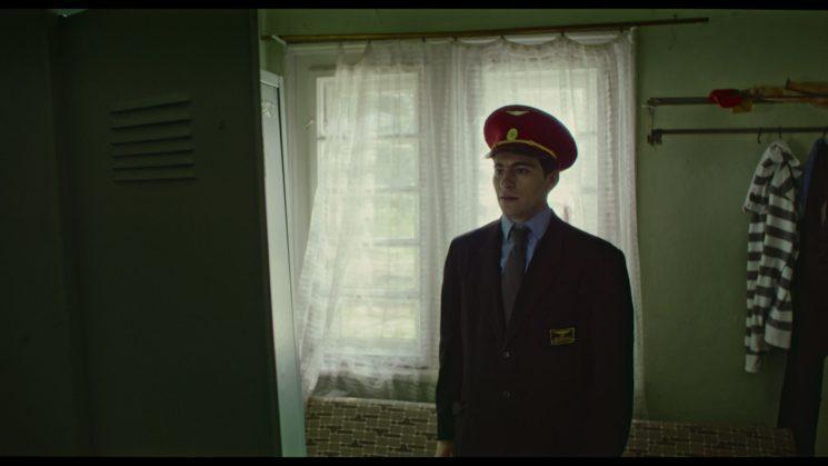 В ролята на кантонера - актьорът Александър Хаджиангелов.