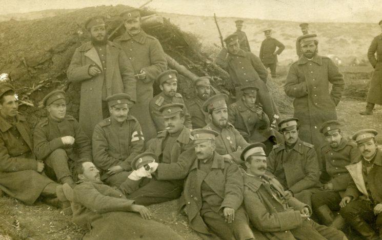 Поручик Дебелянов - първият горе вляво.