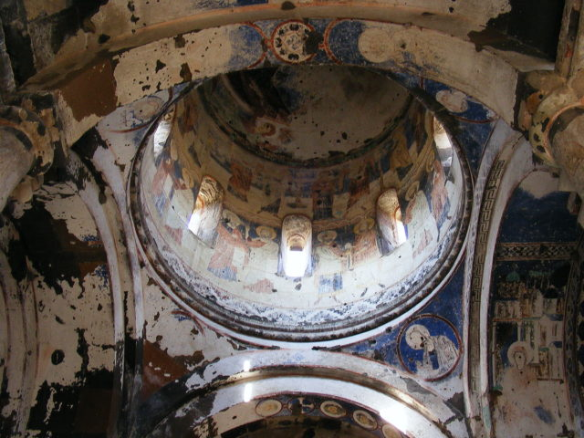 damaged-frescoes-of-the-church-of-st-gregory-of-tigran-honents-source-640x480
