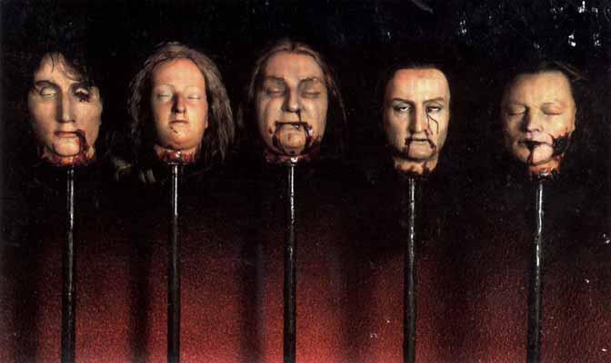 В Стаята на ужасите се намирали множество скулптури на отрязани човешки глави.