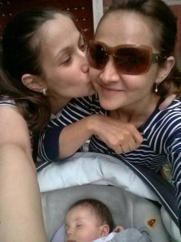 Сестринската любов е чиста и истинска.