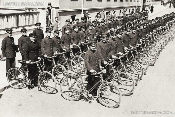 София, пощенски куриери с велосипеди, около 1940 г.