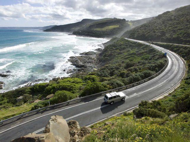 Great Ocean Road е магичният път, който ще ви отведе до 12-те апостола.