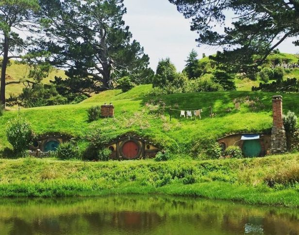 hobbiton-movie-set-736x600 (3)