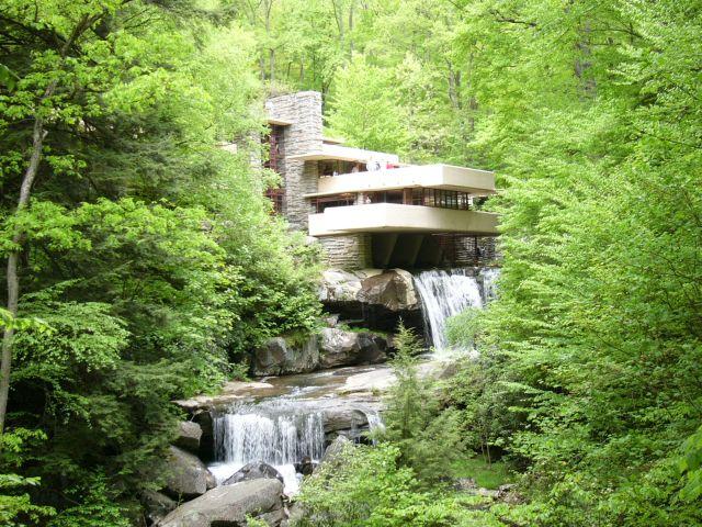 Къщата над водопада