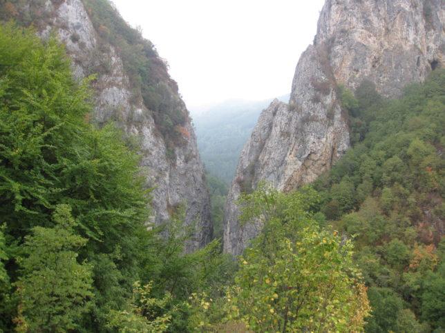 Манастирището и Жилав камък