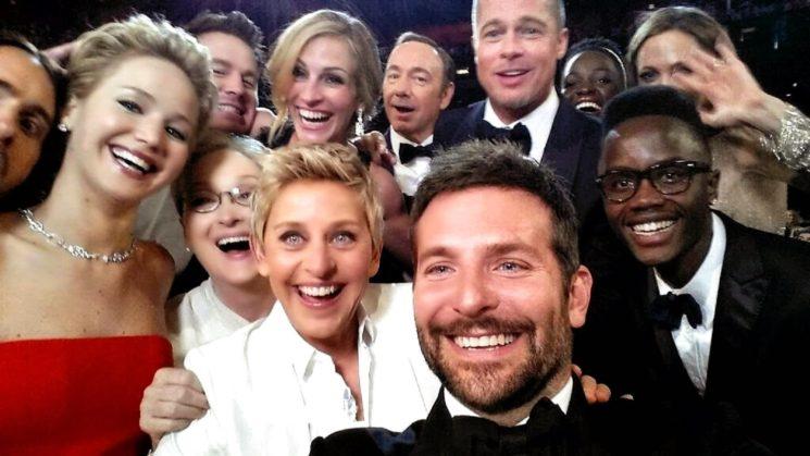 Едно от най-известните съвременни селфита е от 2014 по време на церемонията по раздаване на Оскарите. Водещата Елън Дедженерис събра за селфи звезди като Мерил Стрийп, Брад Пит, Анджелина Джоли, Джулия Робъртс, Кевин Спейси и Дженифър Лорънс.