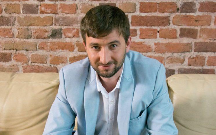 Христо Блажев е създател на популярната група във Фейсбук Какво четеш…