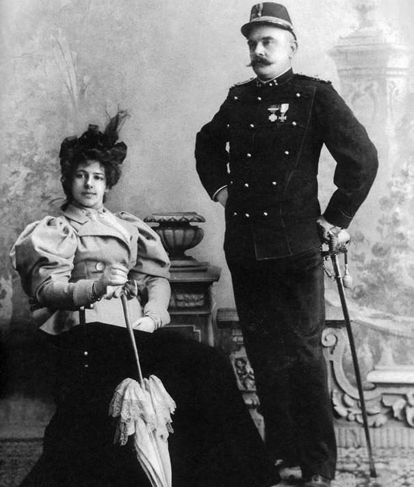 Мата Хари със съпруга си Рудолф Маклеод.