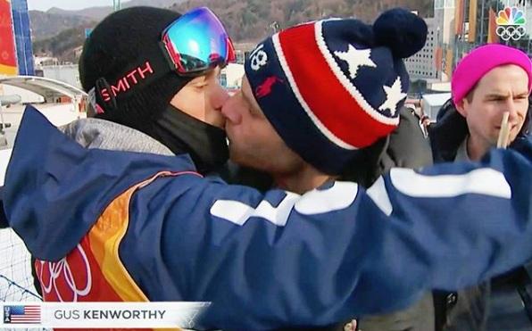 гей целувка