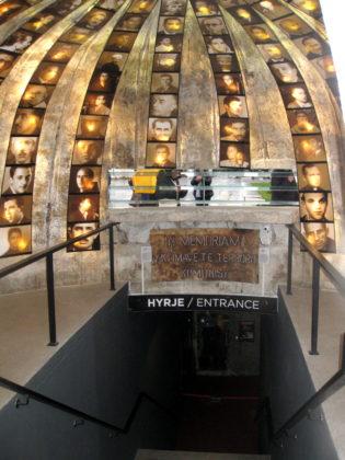 Бункер-музей в центъра на Тирана отвътре