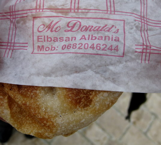 МакДоналдс-бюрек по албански