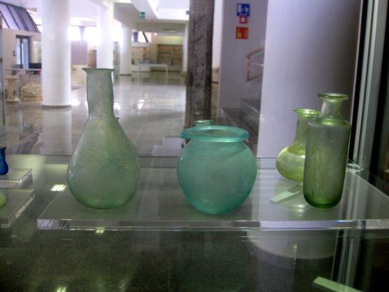 Шишенца, в които жените събирали сълзите си, когато воините отивали на поход, Археологически музей, Дуръс