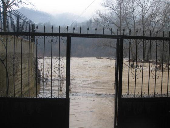 Река Шкумбини