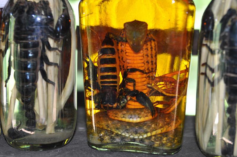 Вино уиски змии скорпиони