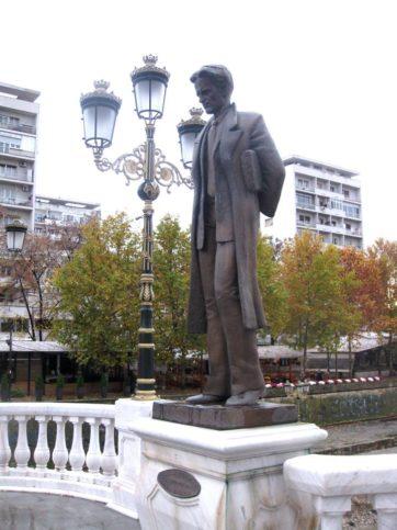 Паметникът на Никола Вапцаров