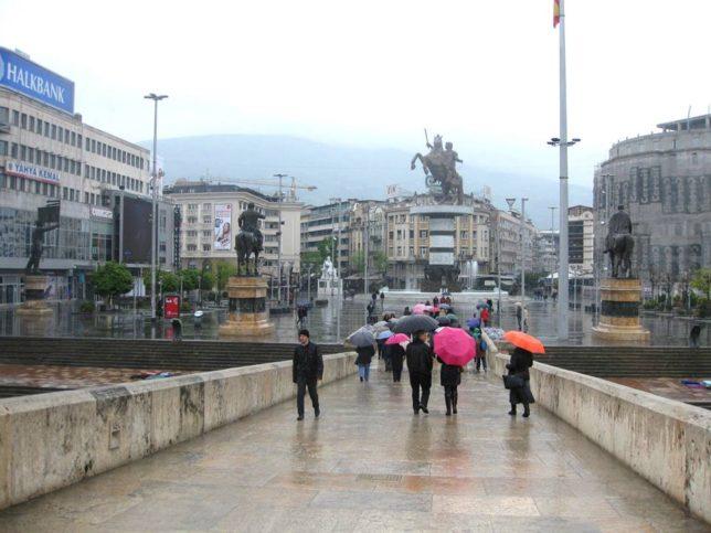 Изглед към центъра от стария мост - Скопие