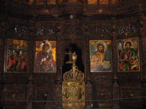 Иконостас в църквата Свети Спас