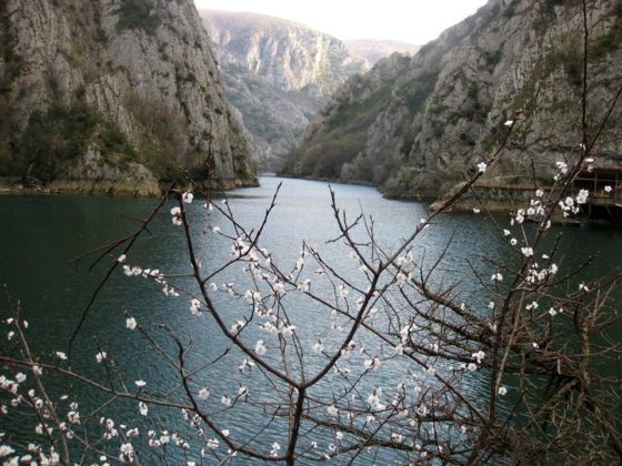 Пролет на езерото Матка в близост до Скопие