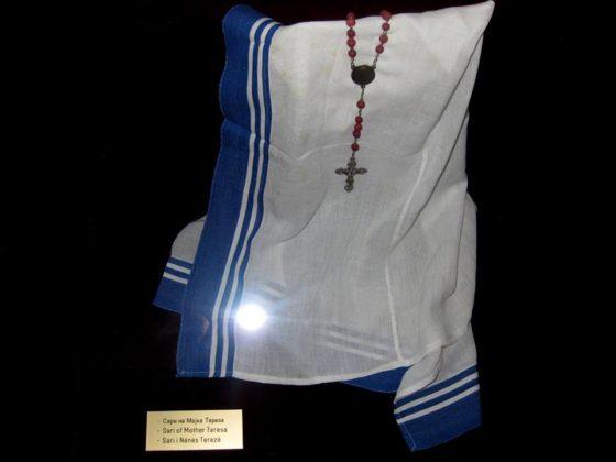 Сари на Майка Тереза в музея й в Скопие