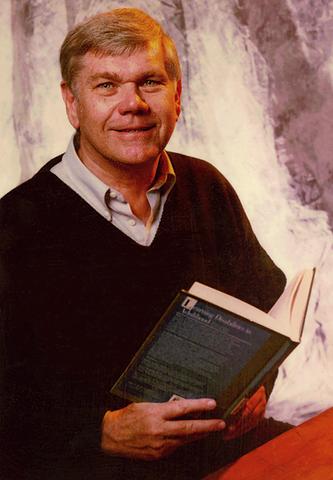 Днес американецът не само може да чете, но и е автор на две книги.