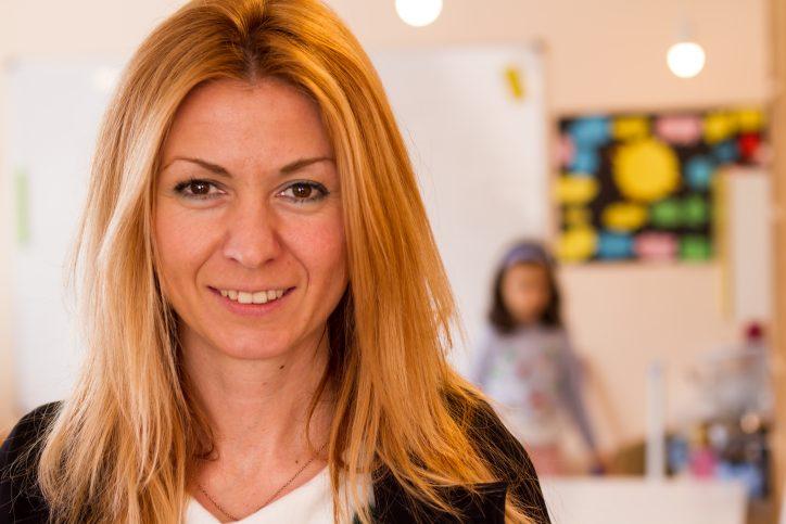 Анна е координатор на Монтесори училище и Институт Монтесори България.