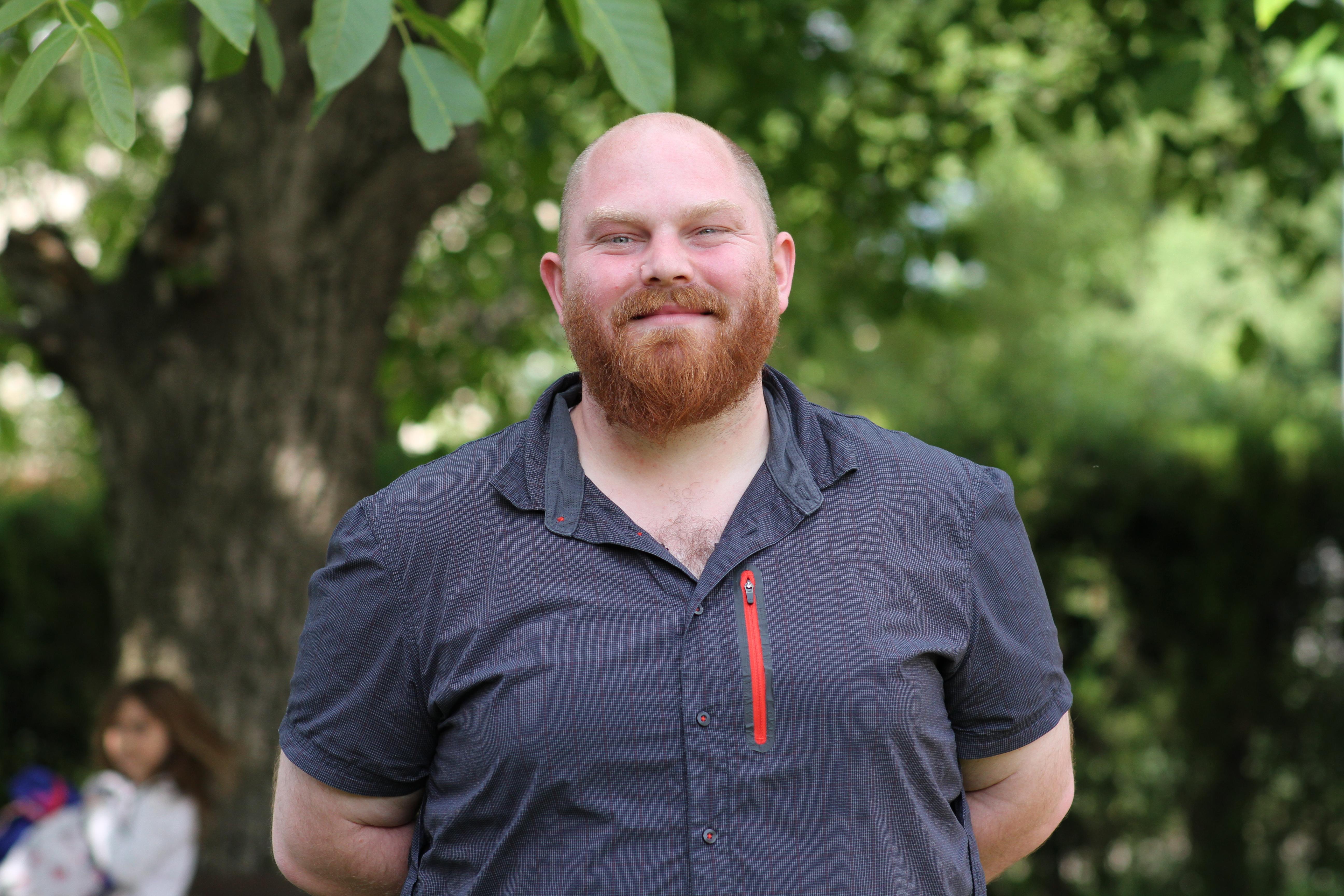 Томас Лийвърс - Сам, Монтесори учител