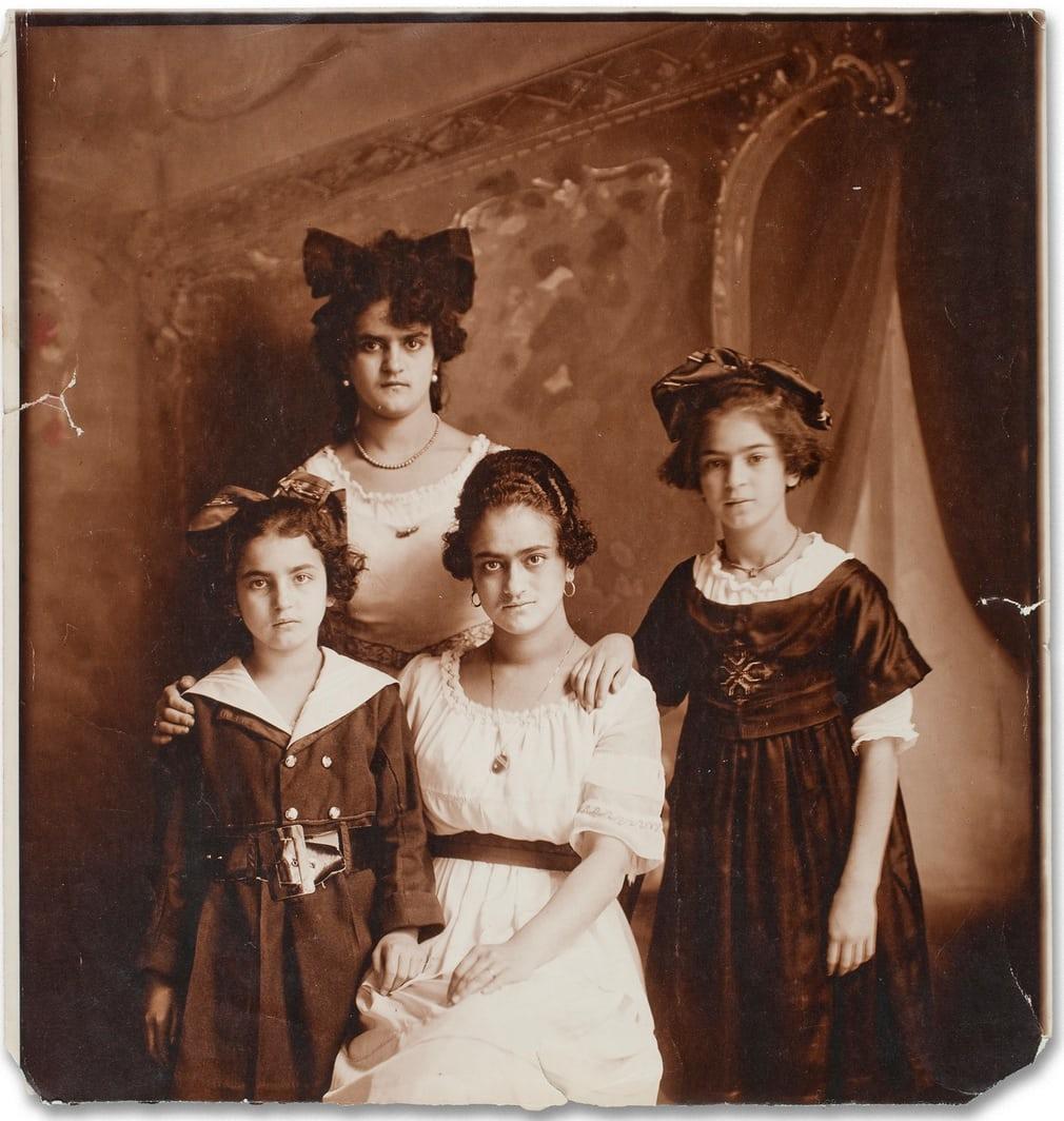 Фрида Кало и трите ѝ сестри
