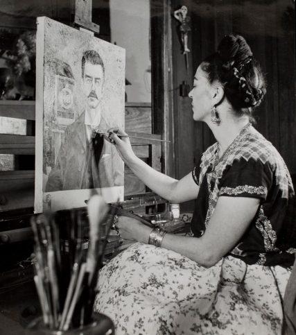 Фрида Кало рисува