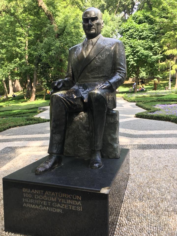 паметник на Кемал Ататюрк