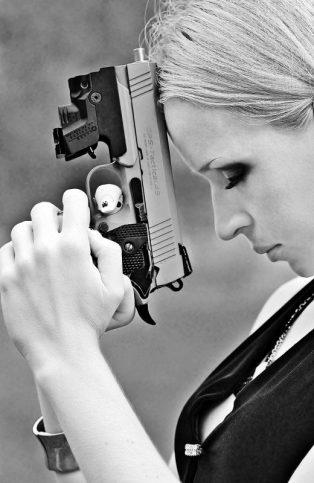 пистолет - гняв - жена