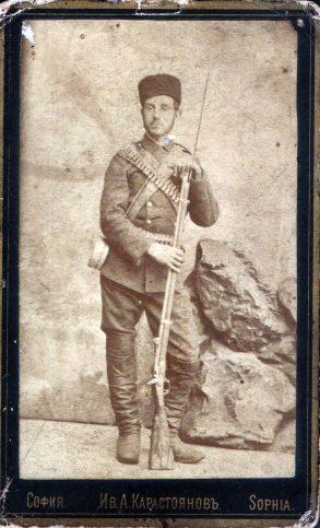 """Снимка от времето на участието на Константин Фичев в т. нар. """"Ученически легион"""". Той е завършил Априловската гимназия."""