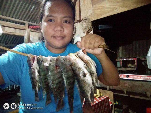 Лейдилий е доволна от улова. Тук, в малката си кухня, младата филипинка се пренася в свой свят, в който е истински сладкар.