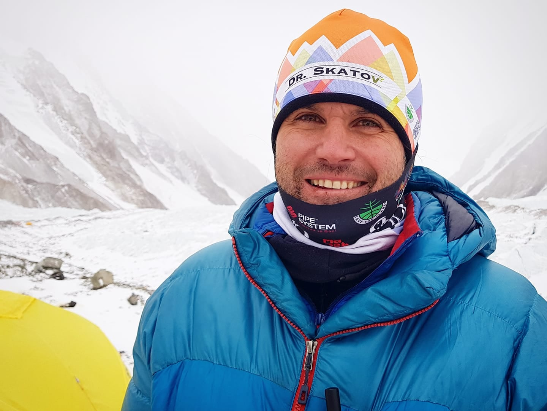 Скатов успешно изкачва 10 от 14-те осемхилядника на планетата.